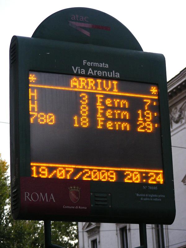 Gradski prevoz Rima - tabla sa redom vožnje u realnom vremenu