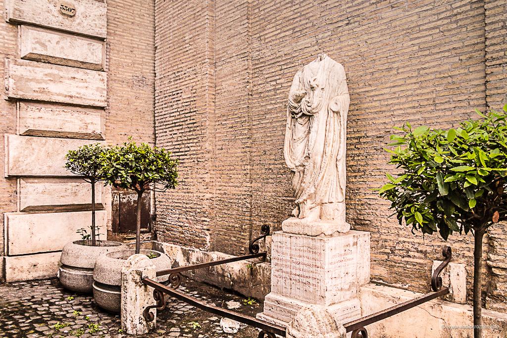 Statue koje govore - Opat Luiđi (Abate Luigi)