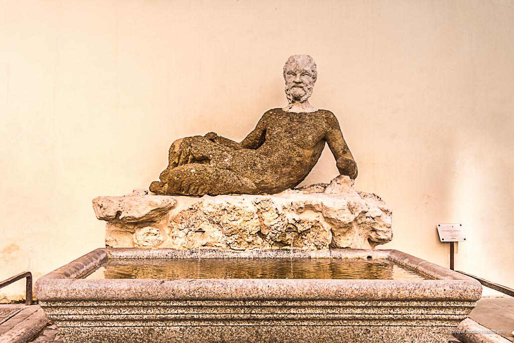 Statue koje govore - Babun (foto: Ivana Bubanj/Vodič kroz Rim)