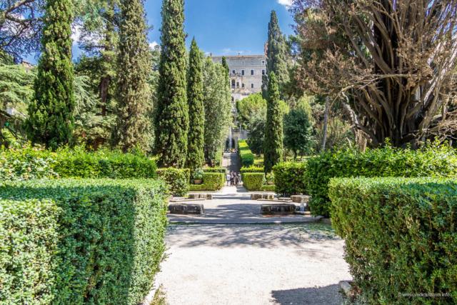 Vila d'Este u Tivoliju - pogled na vilu i Fontanu zmajeva
