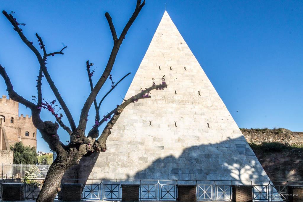 Cestijeva piramida u Rimu